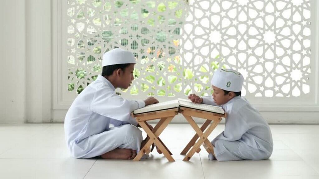 Image of children studying after reading dua to become more intelligent.