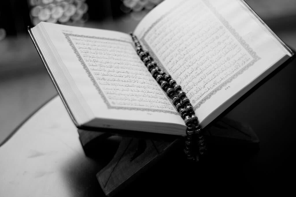 Image of book containing Surah Talaq Ayat